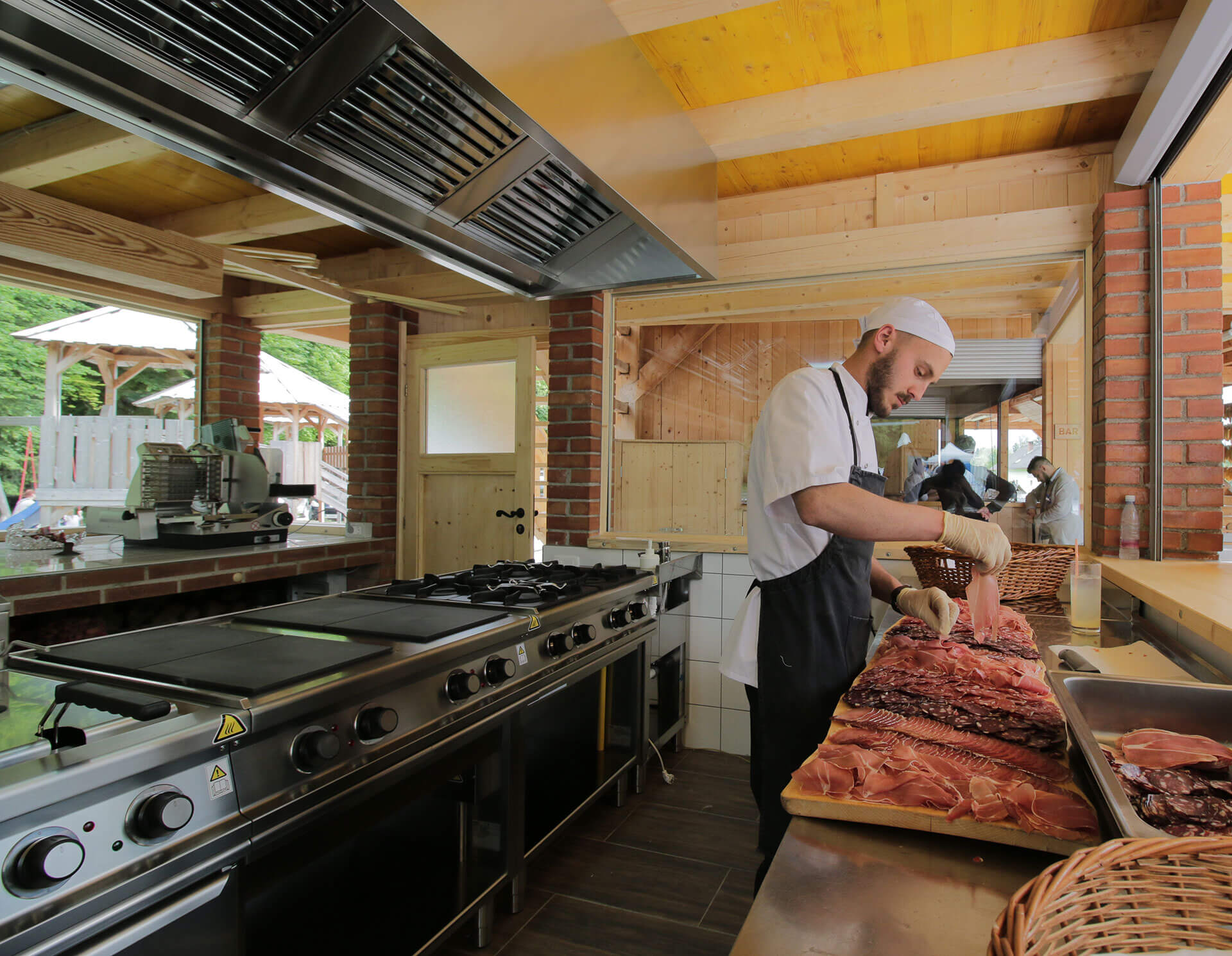 slovenia-eco-resort---odprta-kuhinja-04