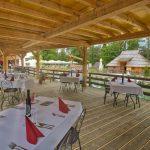 slovenia-eco-resort-restavracija-na-odprtem-05.jpg